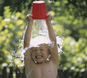 Можно ли обливать холодной водой детей?