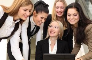 как правильно вести себя в женском коллективе